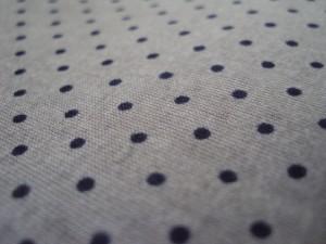 Voile de coton gris à pois