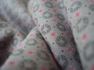 Voile de coton gris à motifs